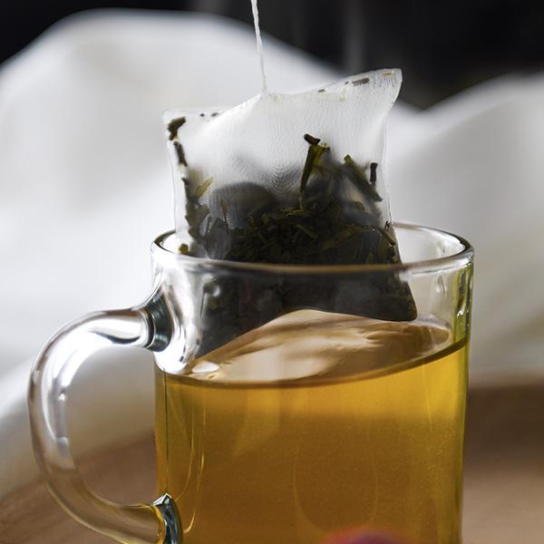 Thé vert, thé noir, thé blanc, découvrez les différences et les bienfaits